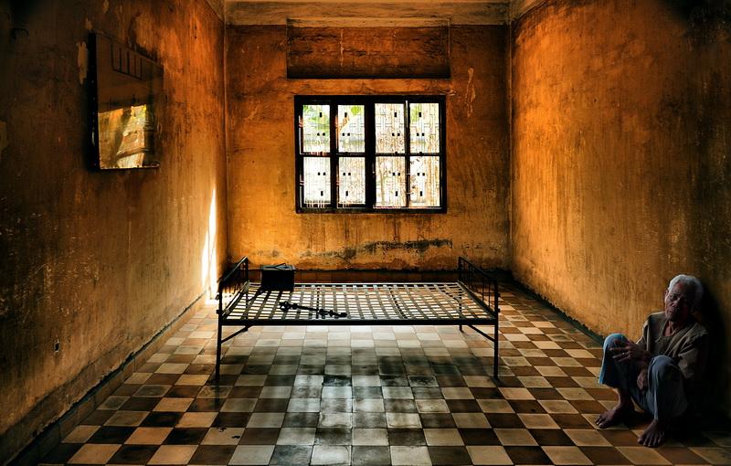 Фотография тюрьма «S 21» / Fotomafia (Олег Баженов) / photographers.ua