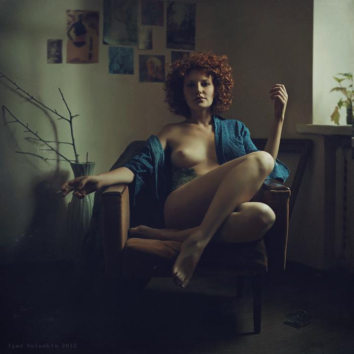 фото обнаженных девушек с сигаретой