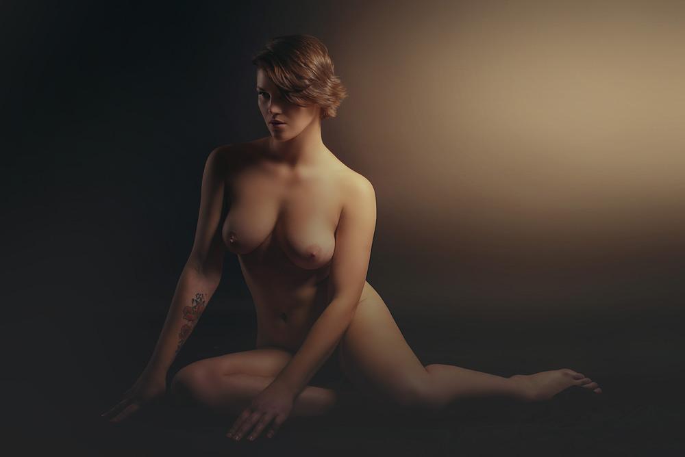 вытащили студийное фото эротика увидел,которая ослепляет